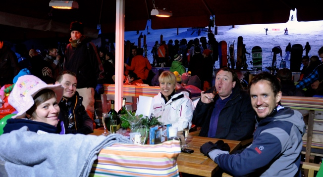 Enjoying the Après Ski with friends